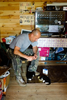 Leningrad oblast: a real man who saved the kittens
